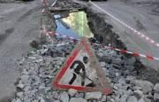 Жители Голосеевского проспекта просят отремонтировать проезжую часть, где коммунальщики полгода назад устраняли аварию