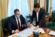 Продажа земли в Украине запустится с 2021 года – президент подписал закон