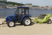 Песок на пляжах в Киеве чистят спецтехникой (видео)