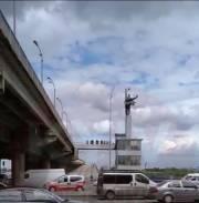 В Киеве неизвестный минировал Мост метро, полиция провела спецоперацию. Опубликовано фото подозреваемого