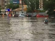 Река Лыбидь в Киеве вышла из коллектора и затопила улицы