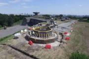 Киевлянам показали как идет строительство флагштока для крупнейшего флага в Украине (видео)