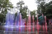 Киевлянам показали видео, как работает новый свето-музыкальный фонтан в Сырецком парке