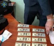 Чиновник в Киеве требовал 70 тысяч долларов за согласование документов на объект недвижимости