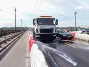 В Киеве ради чистого воздуха круглосуточно моют улицы