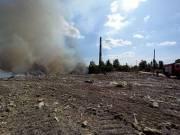 Опубликовали новые фото с пожара на мусорной свалке в Дарницком районе