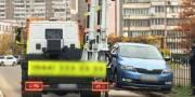 На Позняках эвакуировали авто, которые мешают движению транспорта спасателей (фото)