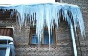 Власти Киева напомнили об ответственности за несвоевременную очистку крыш от сосулек