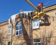 В Киеве сосульками на крышах теперь занимается специальная бригада коммунальщиков