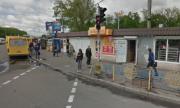 Киевляне жалуються на МАФы возле метро в Голосеевском районе